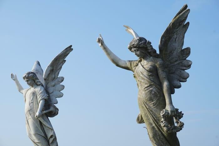 O significado de ver o Anjo número 3333