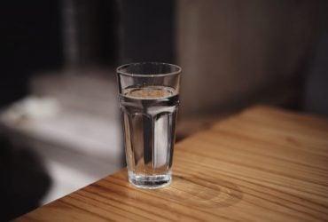 O que Significa Quebrar um Copo ou Louça no Espiritismo?
