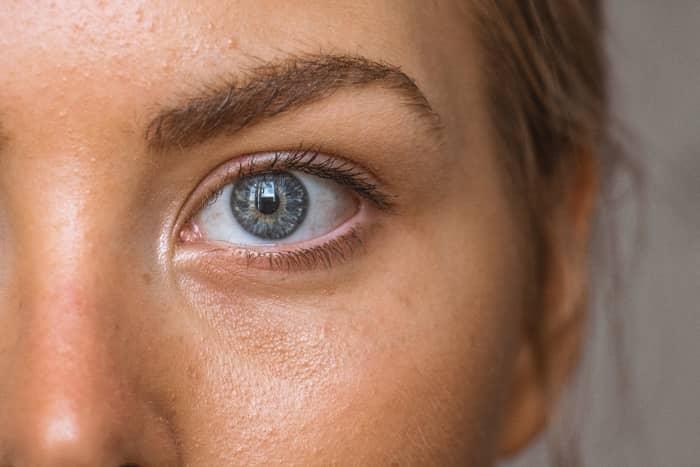 Significado espiritual do olho esquerdo tremendo