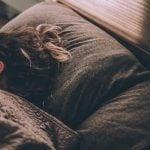 Sentir a presença de alguém enquanto dorme