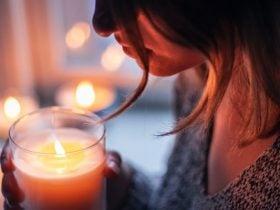 O que significa sentir cheiro de vela: É bom ou ruim?