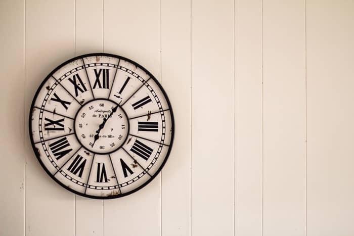 O que significa ver 15:15 nas horas iguais