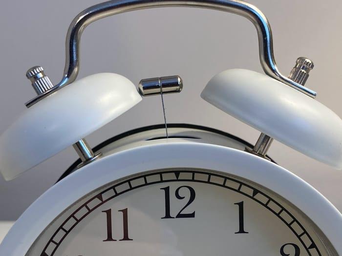 Qual o significado das horas inversas 12:21?