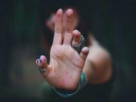 Pessoas que dão choque no espiritismo