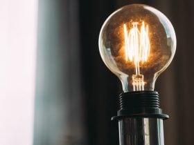 Lâmpadas Queimando com Frequência: Significado Espiritual