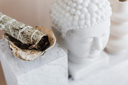 Para que serve o incenso? De mirra, canela, citronela ou lavanda