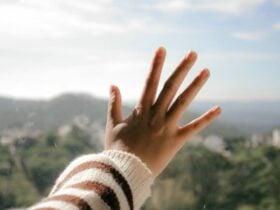 Estalar os Dedos na Espiritualidade e Umbanda